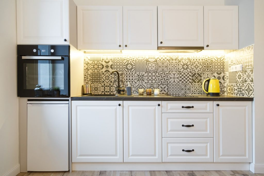 example of under cabinet lighting in kitchen using LED lighting strips